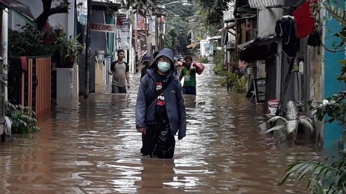 2.321 Jiwa Warga RW 04 Cipinang Melayu Terdampak Banjir Akibat Luapan Kali Sunter