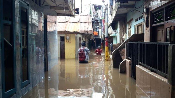 Permukiman warga Kebon Pala, Kelurahan Kampung Melayu yang terdampak banjir luapan Kali Ciliwung, Jatinegara, Jakarta Timur, Senin (24/2/2020).