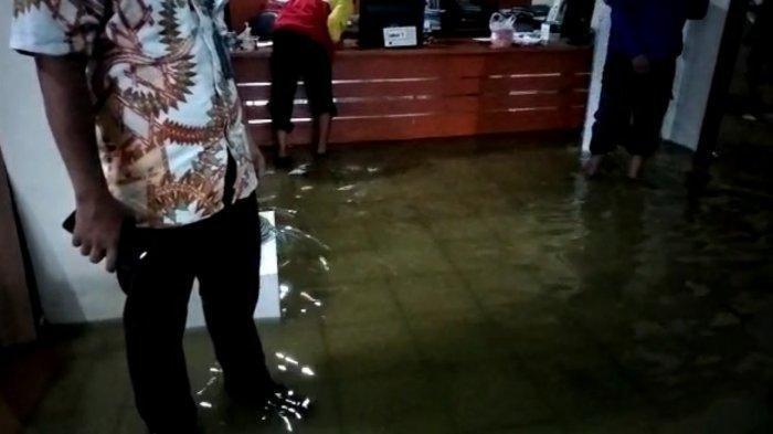 Lurah Tegal Parang Ungkap Penyebab Kantornya Kebanjiran Hingga 1 Meter