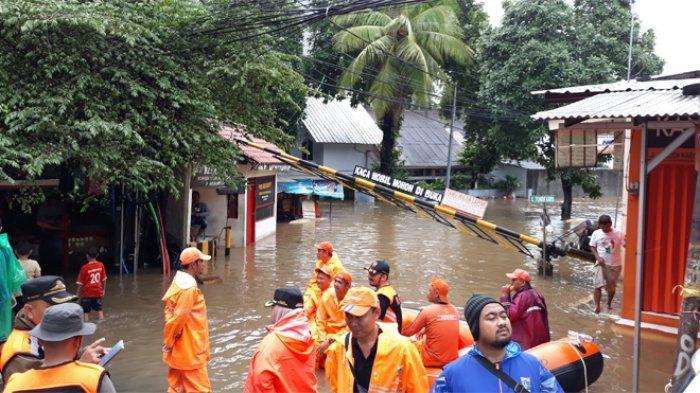 Komplek Polri Pondok Karya Mampang Prapatan tidak luput dari genangan banjir Jakarta, Selasa (25/2/2020).