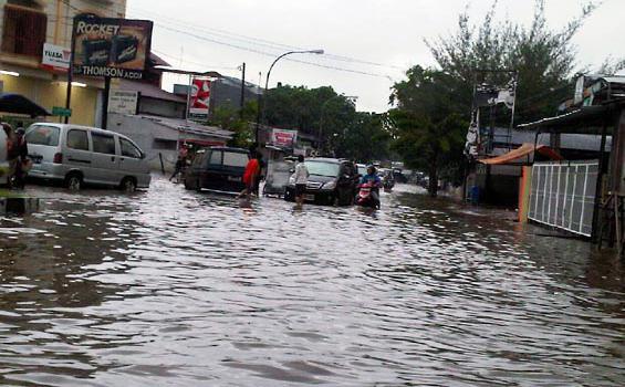 Ruko di Ketapang Terendam Banjir Rob