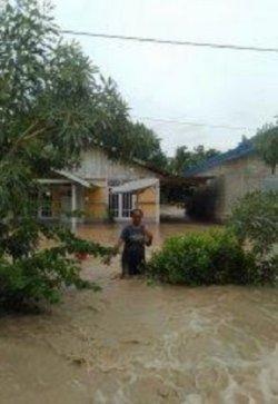Sungai Benenain di Malaka Tengah NTT Meluap, Warga Terjebak Banjir, Mereka Kelaparan