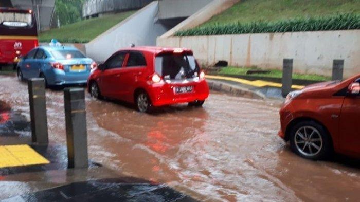 Guyuran Hujan Deras Membuat Sejumlah Wilayah di Jakarta Banjir