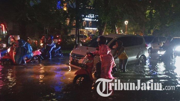 Banjir di Surabaya, Sejumlah Wilayah Tergenang hingga Sebabkan Lalu Lintas Tersendat