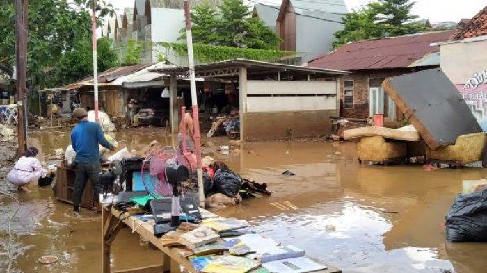 Ketua RT 09 Kelurahan Jati Padang Sebut Banjir Sekarang Paling Parah