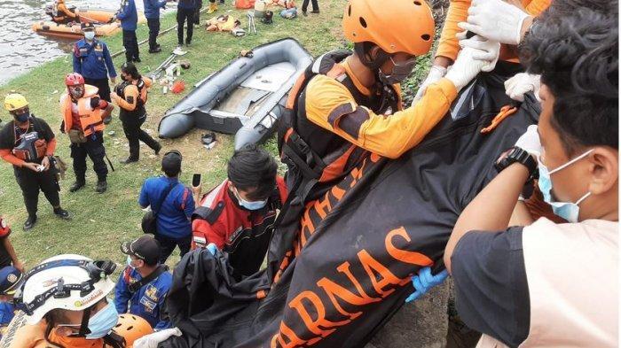 Pemuda yang Tenggelam di Banjir Kanal Barat Jakarta Ditemukan Dalam Keadaan Meninggal Dunia