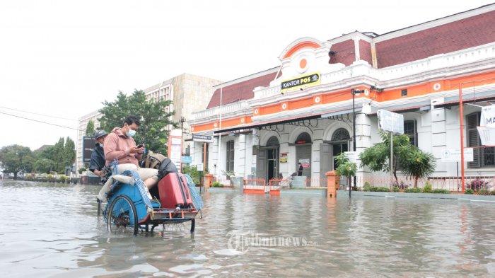 Banjir di Semarang Melumpuhkan Jalur Pantura, Runway Bandara dan Stasiun KA Ikut Terendam