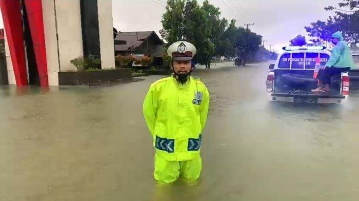 UPDATE Banjir Kalsel Senin Pagi, Trans Kalimantan Belum Bisa Dilintasi, Genangan 1,5 M, Jalan Rusak