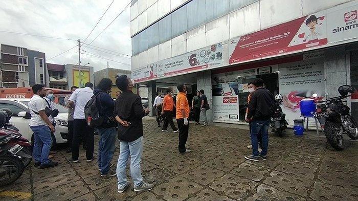 Polisi Temukan Belasan Lubang di Kantor Bank Sinarmas Pontianak, Diduga akibat Tembakan