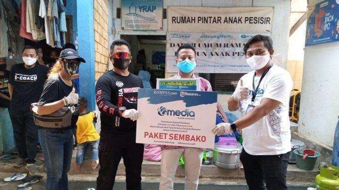 Tribunnews dan Kompas.com Serahkan Donasi Pembaca Setia kepada Warga Terdampak Covid-19