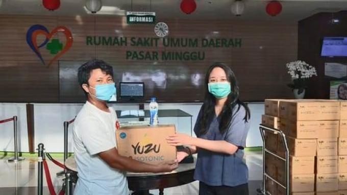 Yuzu Bagikan Sepuluh Ribu Masker Buat Tenaga Medis di Rumah Sakit