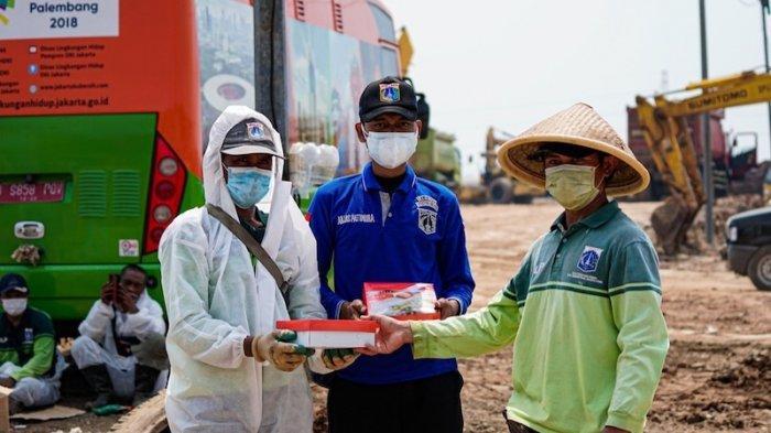 Petugas Kemanusiaan di 7 TPU Covid-19 Terima Bantuan 3.320 Paket Santapan Sehat