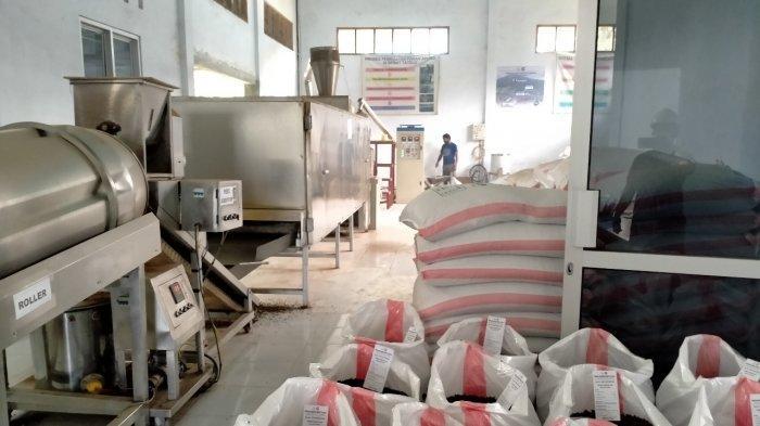 KKP Distribusikan Bantuan Pakan Ikan Mandiri Guna Menjaga Ekonomi Pembudidaya