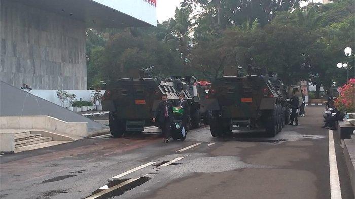 Panser, baracuda, water canon, ambulance dari RSPAD hingga helikopter terparkir dan disiagakan untuk pengamanan pada sidang tahunan MRP bersama DPR dan DPD, Jumat (14/8/2020).