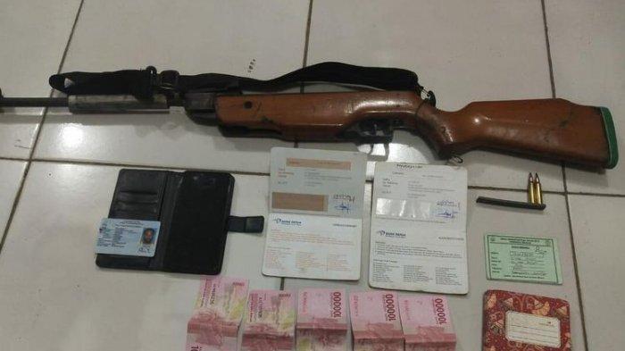 Barang bukti yang diamankan dari NM, anggota KKB Intan Jaya, yang dilumpuhkan di Kabupaten Nabire, Papua, pada 20 Januari.(Dok Humas Polda Papua)