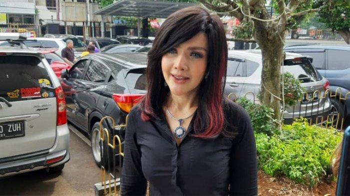 Barbie Kumalasari terlihat menyambangi Pengadilan Negeri Jakarta Selatan, Jalan Ampera Raya, Cilandak, Jakarta Selatan, Senin (15/6/2020).