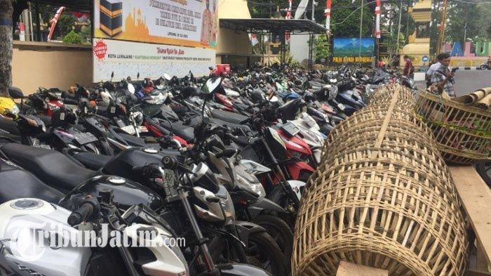 Arena Sabung Ayam di Lumajang Digerebek, Polisi Amankan Ratusan Motor