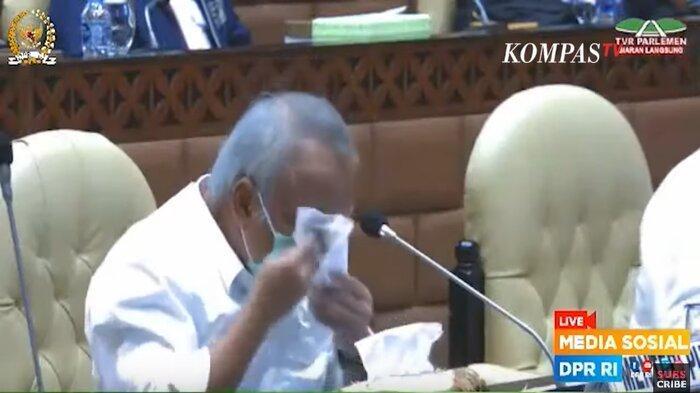 Menteri Pekerjaan Umum dan Perumahan Rakyat (PUPR), Basuki Hadimuljono, meneteskan air mata di rapat kerja bersama Komisi V DPR RI, Kamis (21/1/2021).