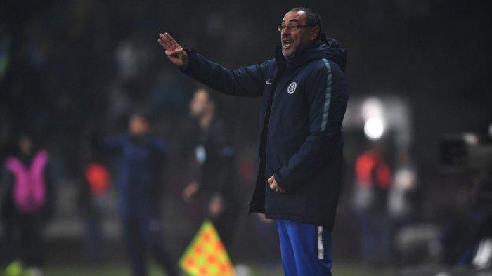 Ekspresi pelatih Chelsea, Maurizio Sarri saat timnya melawan BATE Borisov dalam laga matchday 4 Grup L Liga Europa 2018-2019 di Stadion Borisov Arena, Jumat (9/11/2018) dini hari WIB.