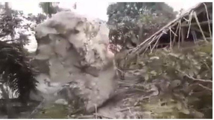 Batu-batu besar menimpa rumah warga di Purwakarta