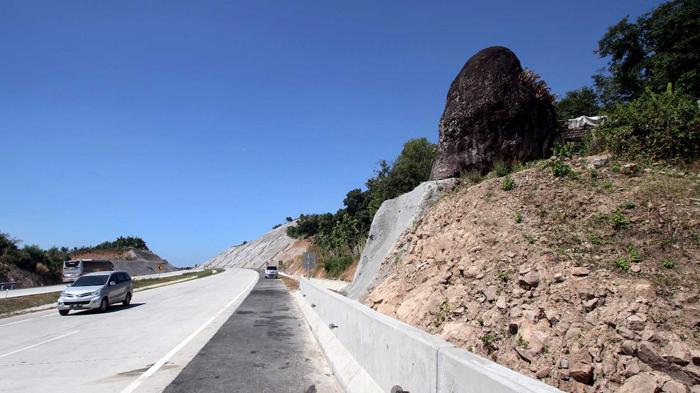 Batu Keramat Tol Cipali dan Jalan Berbelok Seperti Huruf S
