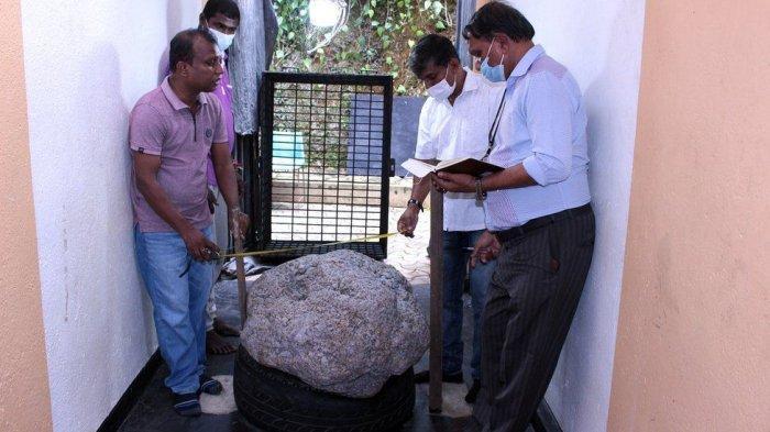 Spesimen Safir Seharga Rp 1,4 Triliun Ditemukan di Halaman Belakang Seorang Warga Sri Lanka