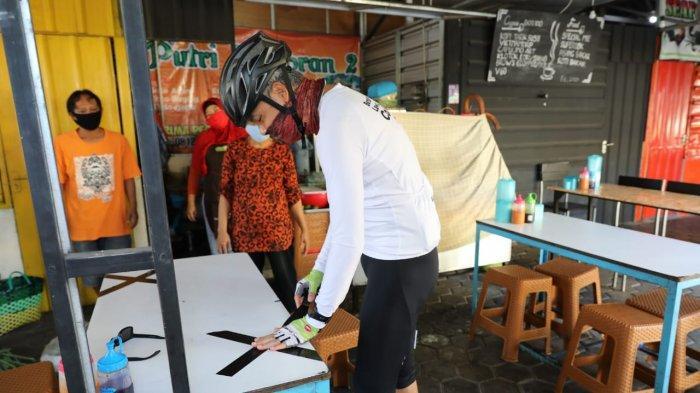 Bawa Isolasi dari Rumah, Ganjar Sidak ke Warung Makan dan Pasar di Semarang