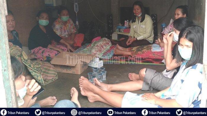 Seorang bayi berusia tiga hari meninggal dunia diduga akibat terpapar asap kebakaran hutan dan lahan (Karhutla) di Riau. Bayi malang tersebut meninggal dunia dalam perjalanan menuju RS Syafira Pekanbaru.
