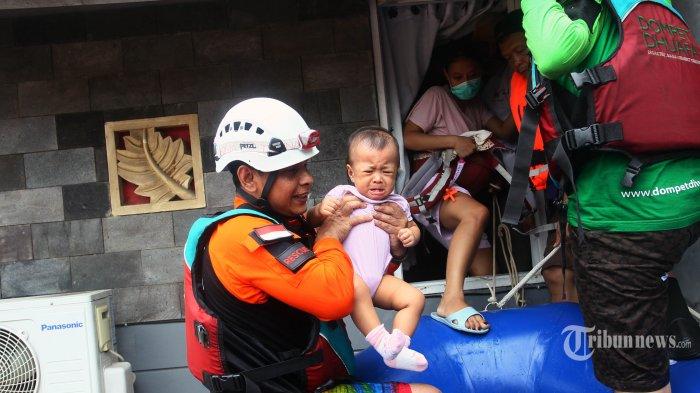 Basarnas Kuwalahan Evakuasi Korban Banjir Jakarta, Emergency Call Terus Berbunyi hingga Warga Marah