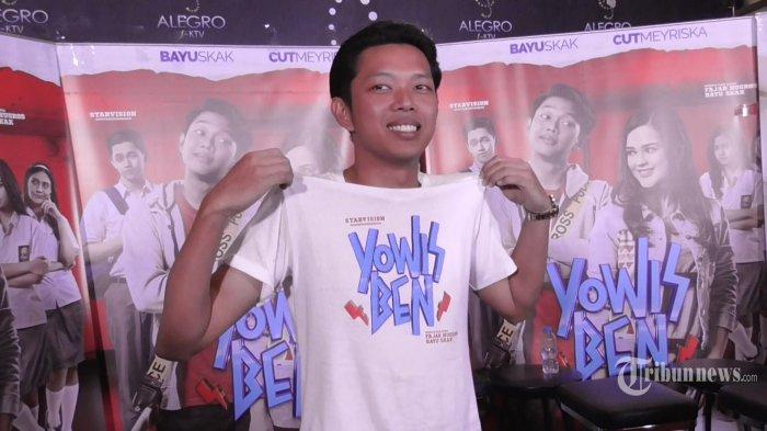 Aktor sekaligus YouTuber, Bayu Skak menghadiri jumpa pers film Yowis Ben di Epicentrum, Kuningan, Jakarta Selatan, Rabu (21/2/2018). Dalam film tersebut, ia berperan sebagai pemain bass dalam grup musik bernama Yowis Ben. TRIBUNNEWS.COM/LENDY RAMADHAN