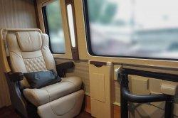Baze berhasil mengubah tampilan interior bus milik Mahkamah Agung menjadi terlihat mewah dan elegan.