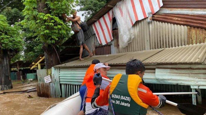 Tim Baznas Bazis Tanggap Bencana DKI Jakarta Evakuasi dan Berikan Bantuan Logistik