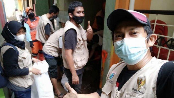Peduli Banjir BAZNAS BAZIS DKI Jakarta Aksi Bersih Bareng Warga