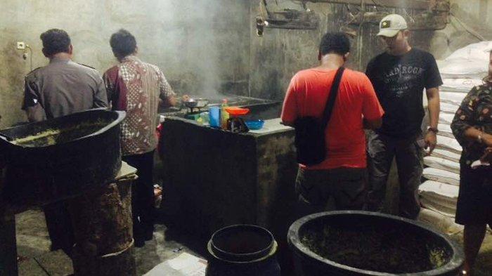 BBPOM Pekanbaru Gerebek Pabrik Pembuatan Mie, Sita Dua Jeriken Formalin