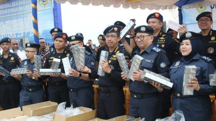 Bawa 1,65 Juta Batang Rokok Ilegal, KM Mawar Tertangkap di Selat Malaka