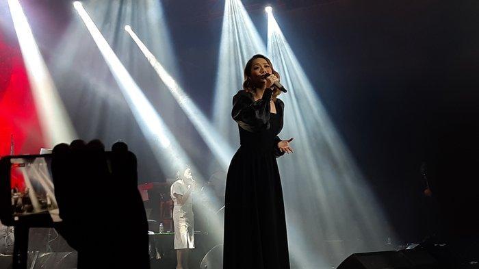 Bunga Citra Lestari (36) menjadi salah satu pengisi acara dan membuka konser 'Romantic Valentine Concert With Ronan Keating', Pullman Hotel Central Park, Jakarta Barat, Sabtu (29/2/2020) malam.