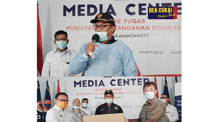 TNI Serahkan 8.500 APD dan 4.800 Rapid Test ke Gubernur Riau