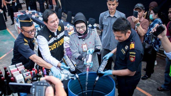 Bea Cukai Soekarno-Hatta Musnahkan Minuman-Makanan Tanpa Izin BPOM