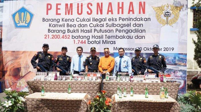 Puluhan Juta Batang Rokok dan Ribuan Miras Ilegal Dimusnahkan Bea Cukai di Makassar