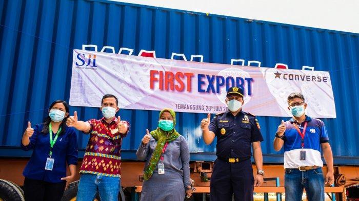Bea Cukai Magelang Kawal Ekspor Perdana Produk Sepatu Berskala Besar di Temanggung