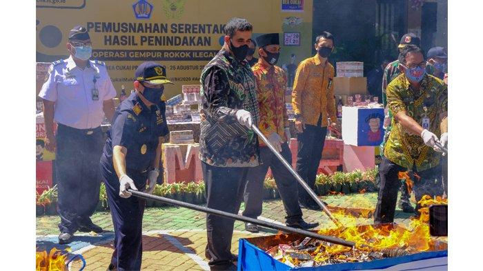 Tekan Peredaran Rokok Ilegal, Bea Cukai Musnahkan Jutaan Batang Rokok Ilegal di Aceh dan Probolinggo