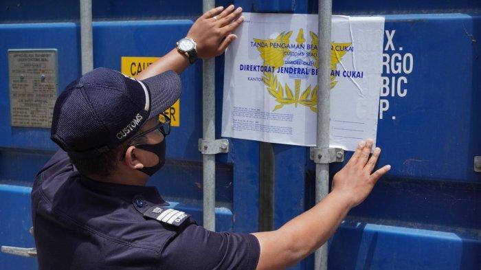 Bea Cukai Pantoloan Lepas Ekspor Kelapa dan Kayu Olahan