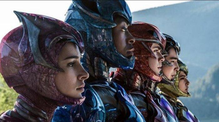 Becky G, Ludi Lin, Dacre Montgomery, Naomi Scott, dan RJ Cyler di Power Rangers (2017)