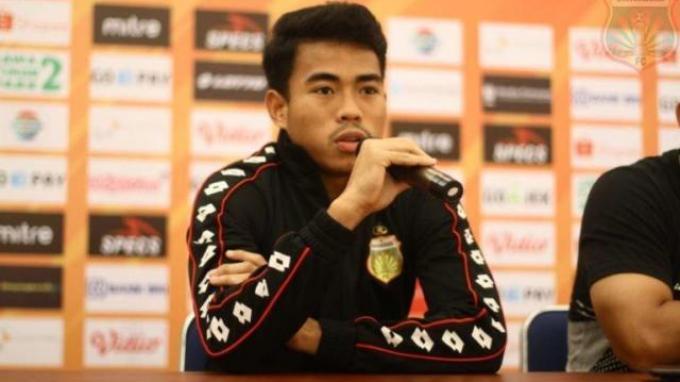 Bek muda Bhayangkara FC Nurhidayat saat menghadiri konferensi pers sebelum laga kontra Madura United bergulir.