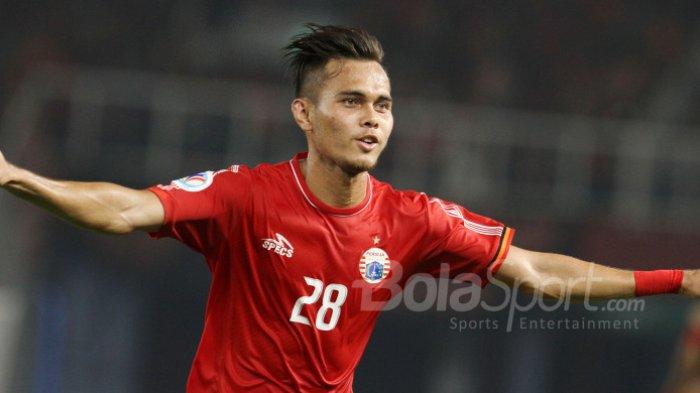 Selebrasi bek Persija Jakarta, Rezaldi Hehanussa usai mencetak gol.