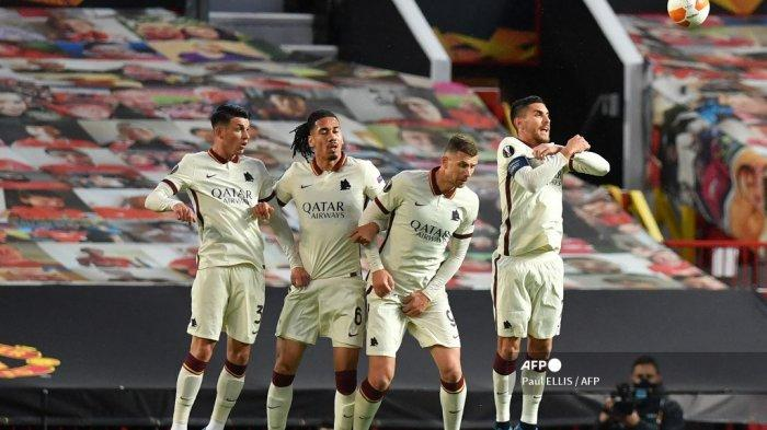 Dibobol Manchester United Lima Gol di Babak Kedua, Chris Smalling Akui AS Roma Ceroboh
