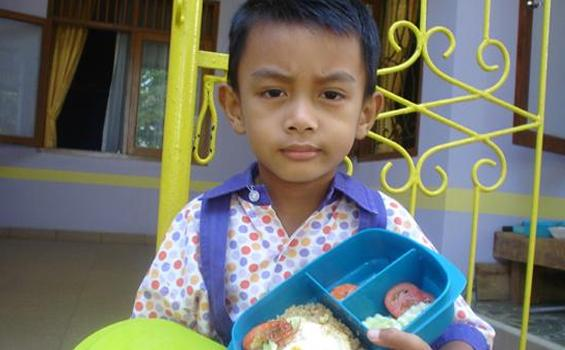 Biasakan Anak Bawa Bekal dari Rumah Ketimbang Jajan Sembarangan