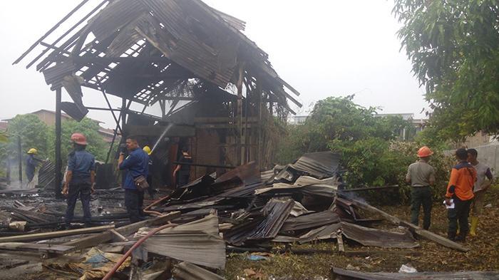 Bekas Gudang Kapur di Medan Sunggal Terbakar