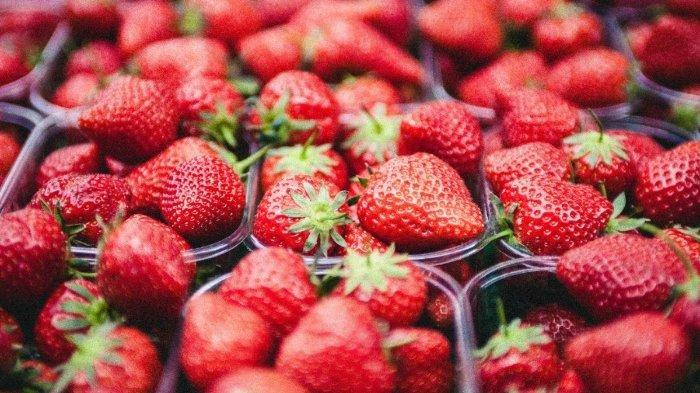 Buah Strawberry.