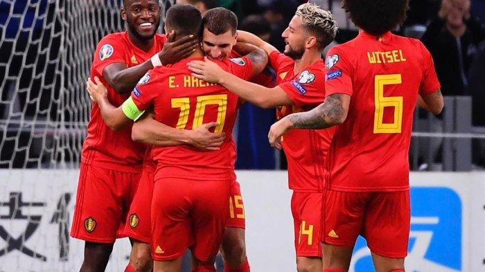 Timnas Belgia merayakan gol Thomas Meunier